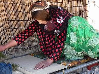 ギャッベの手織り作業